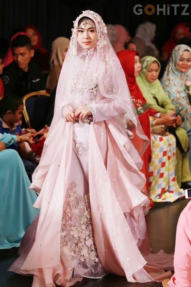 15 Inspirasi Gaun Pernikahan Syari Ini Bisa Dicontek Demi