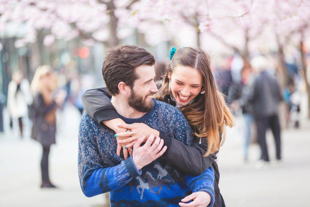 Kamu mesti ikhlas penghasilanmu jadi penghasilan 'Kita' (Via Shutterstock)