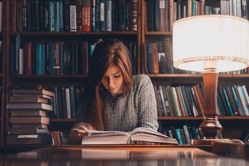 Malam waktunya baca buku, menambah wawasan
