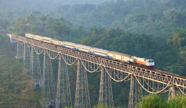 Jalur kereta Jakarta - Bandung (Jembatan Cikubang)