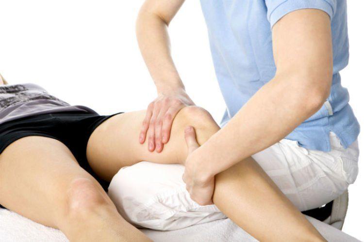 Pijat bagian belakang lutut