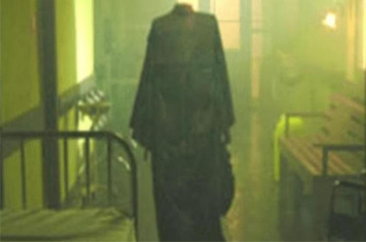Si hantu tak berkepala, Sang Jawara