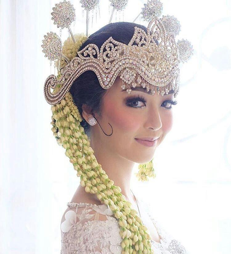 pernikahan adat pun tetap bisa memakai makeup minimalis