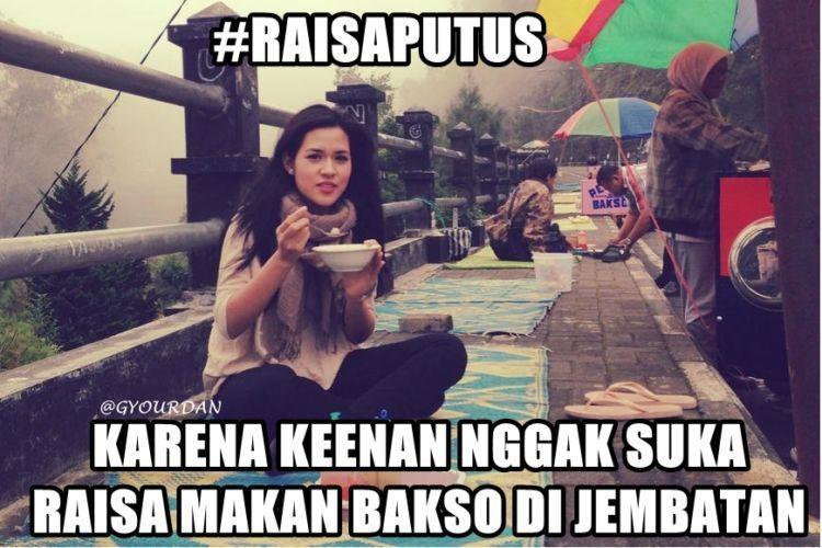 Makan bakso di jembatan :(