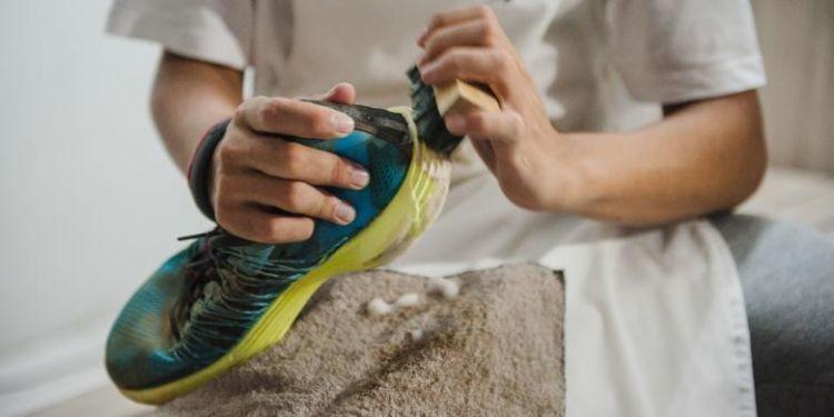Bisnis cuci sepatu yang kekinian.