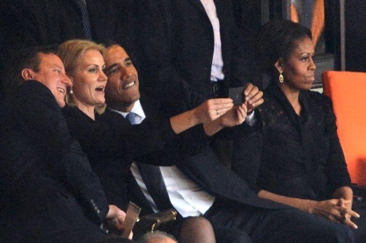 pak presiden aja selfie..