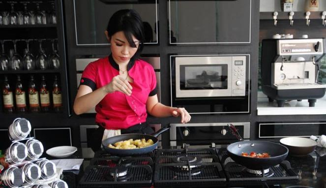 Masak sendiri gih, kayak chef Marinka