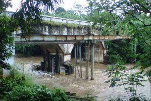 itu Sungai Ciliwung, jangan bunuh diri dimari ya