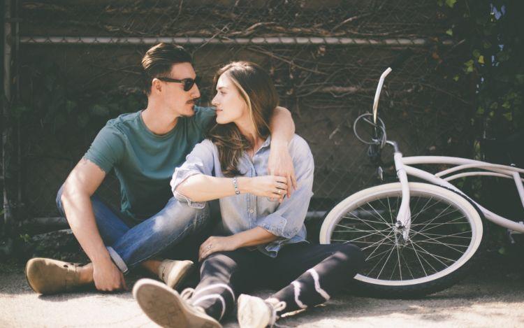 Hubungan hanya sebatas kalian berdua