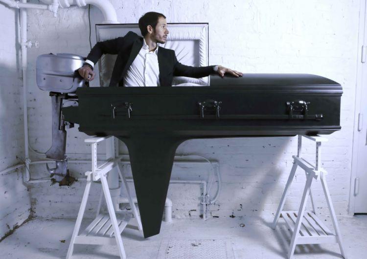 Gak salah kalau punya kenalan yang bisa mempersiapkan pemakamanmu