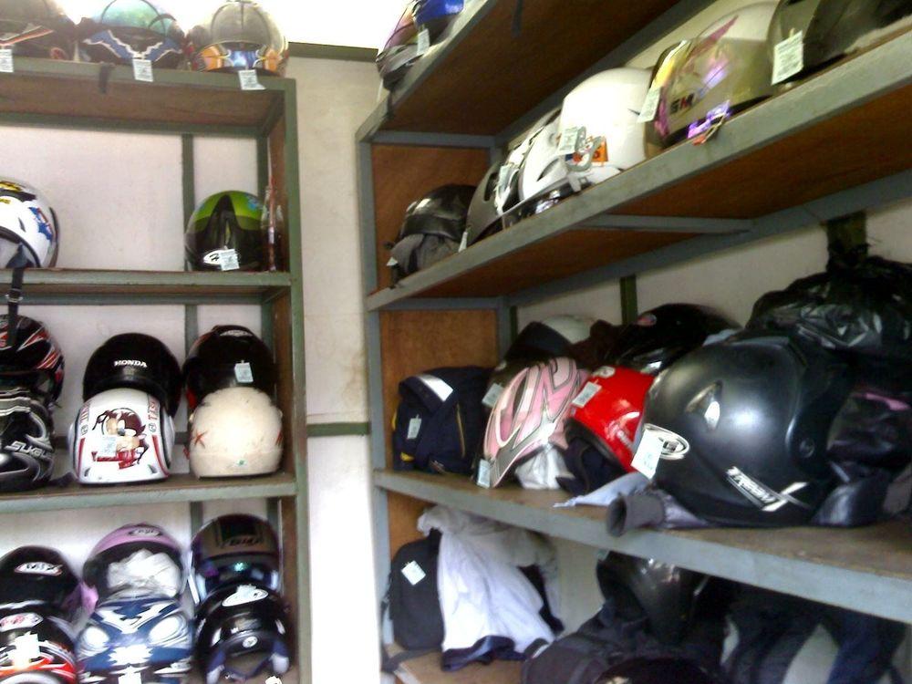 Penitipan helm
