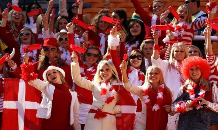 Kapan supporter bola Indonesia bisa cewek semua gini? :((
