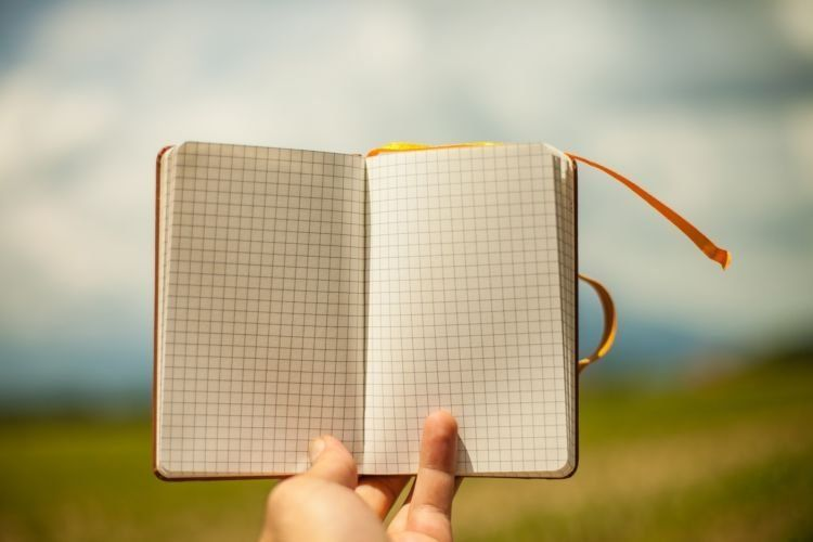 Tulis kontak-kontak penting di buku catatanmu