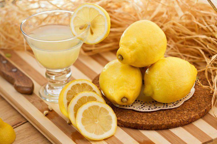Selain segar, aroma lemon bisa menusuk mati kecoak.