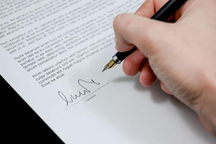 Sign kontrak untuk bertahan