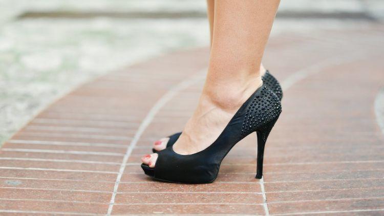 pakai high heels sesekali