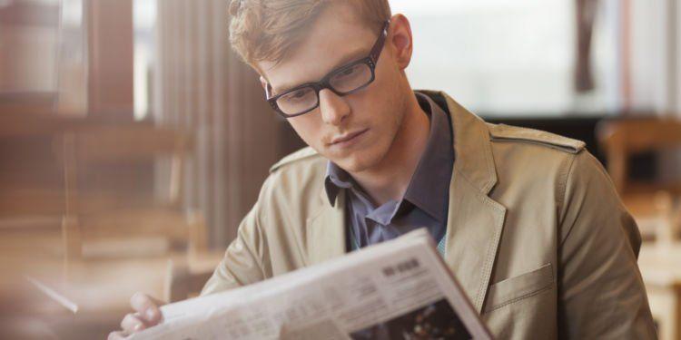 Sering-sering baca koran. Kalau nggak, artikel berita online juga bisa.