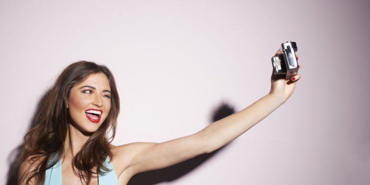 Selama ini kamu lebih nyaman selfie.