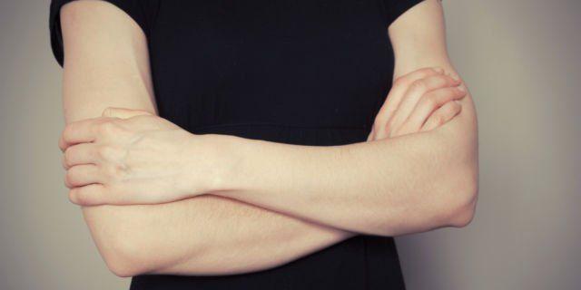 Tangan bersilang menunjukkan kamu tertutup