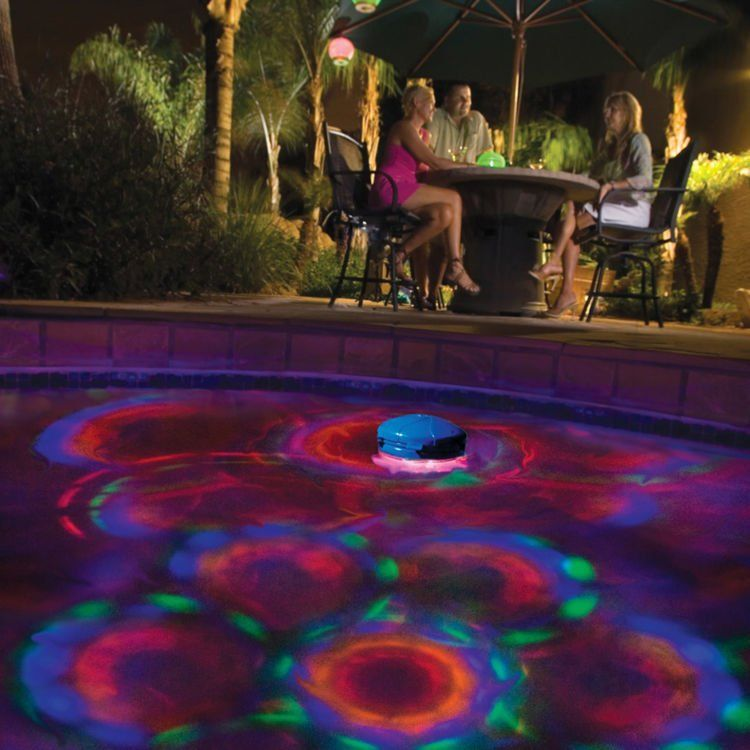 lampu disko di kolam