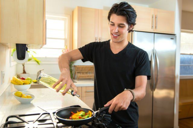 Man cooking it\'s so cool