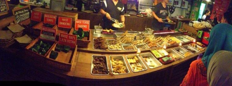 makan ena-ena di Cafe Tiga Tjeret
