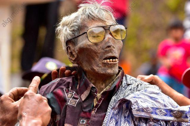 The walking dead Tana Toraja