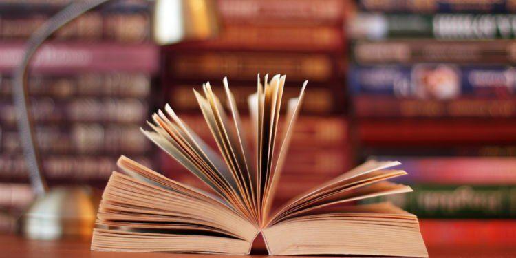 Sering-sering baca buku.