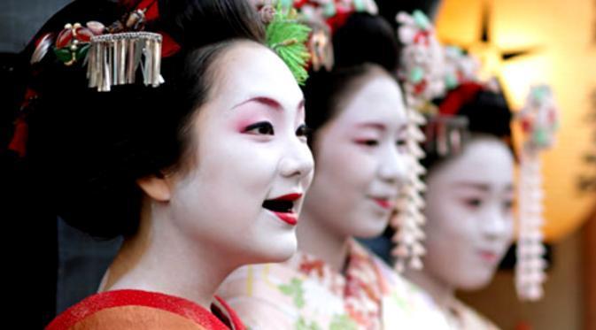 ini tradisi Ohaguro di Jepanga, cantik ya~