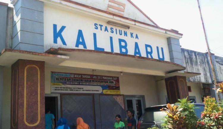 ini Stasiun Kalibaru, jangan salah turun yaa