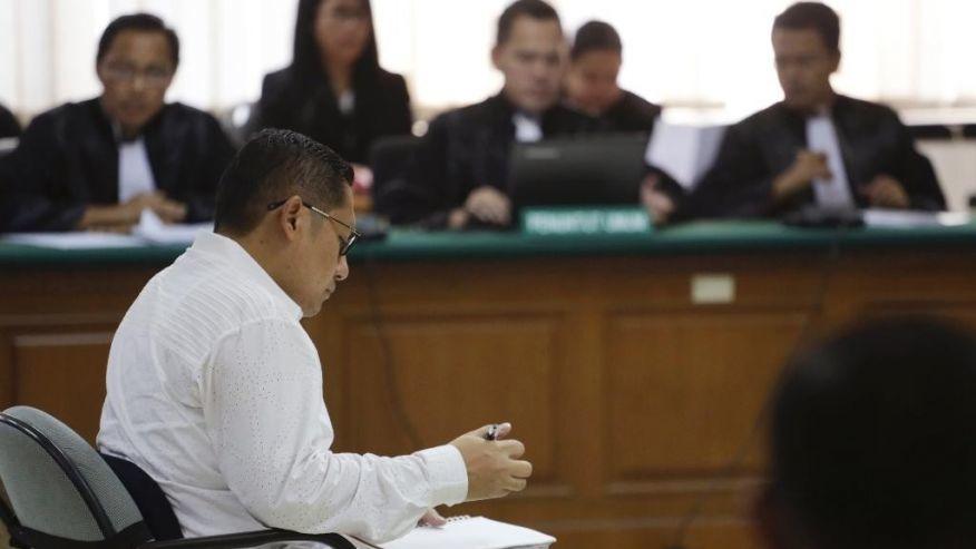 Koruptor disidang