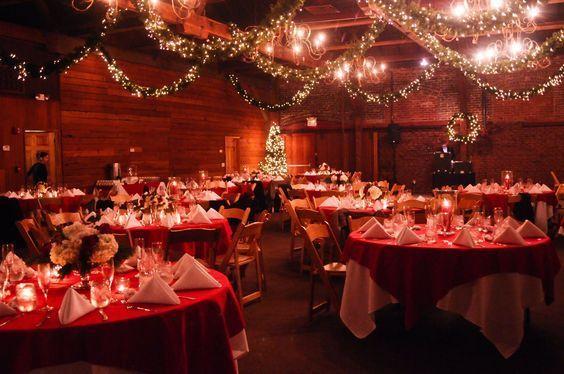 pernikahan pada malam natal cantik sih, tapi yakin ada yang datang?
