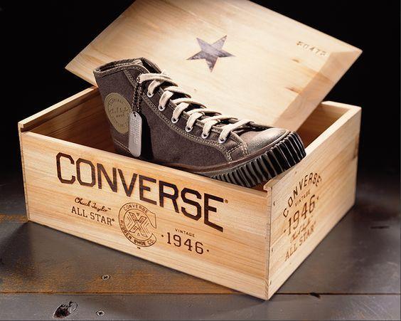 Kamu bisa selipkan CV dalam kotak sepatu yang ditaruh di depan pintu perusahaan idamanmu.
