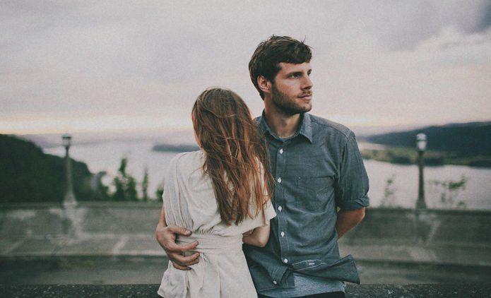 Pria Yang Memperlakukanmu Dengan 8 Cara Ini Pantas Kamu Tinggalkan Segera