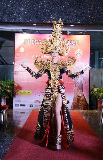 kostum tradisional bertema siger lampung