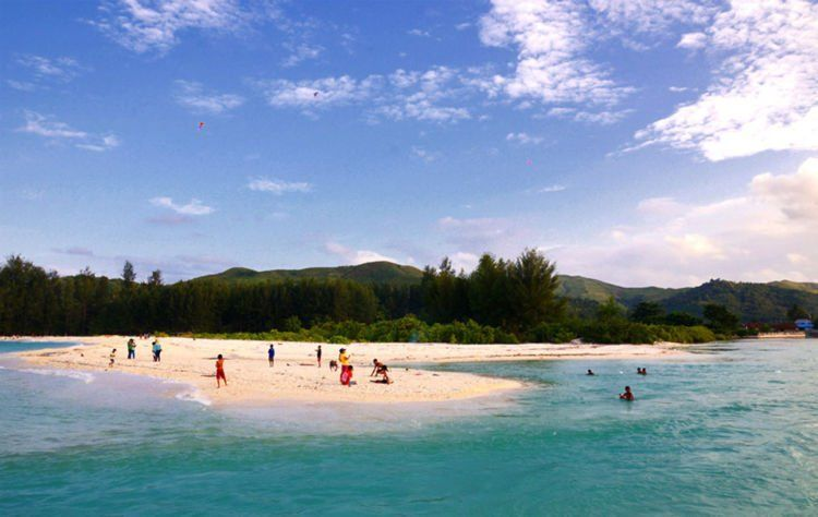 Pantai Jikumerasa, birunya bikin pengin nyebur~