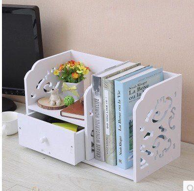 Atau kamu bisa pilih rak buku mini seperti ini yang nggak makan tempat.