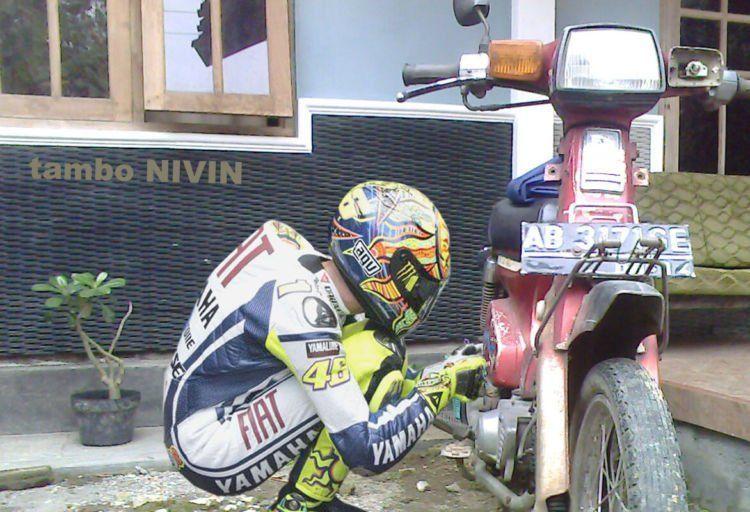 Pembalap pun belum tentu bisa menambal ban motornya sendiri