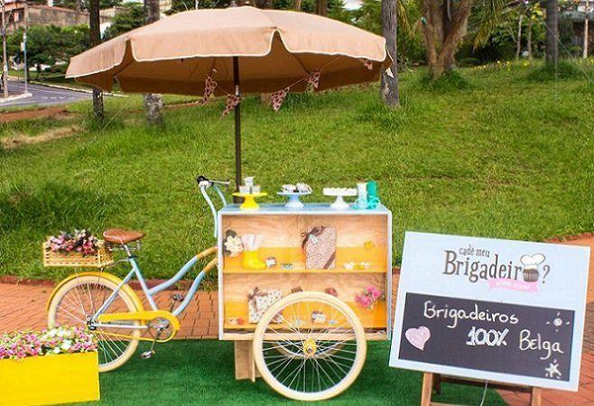 Kamu bisa gunakan food bike ini untuk menjajakan kue bolu seperti brownies atau cup cake.
