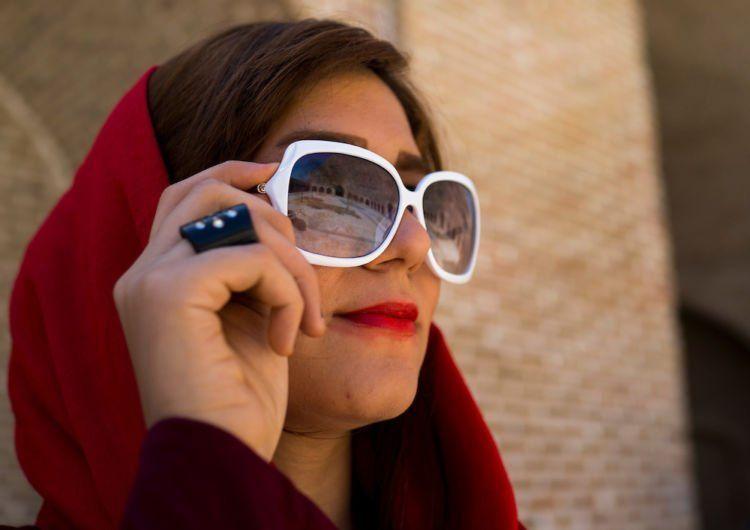 pakai kacamata penangkal sinar UV