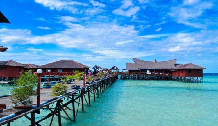 salah satu pemukiman di Derawan