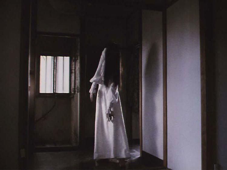 Hantu di sudut ruangan rumahmu