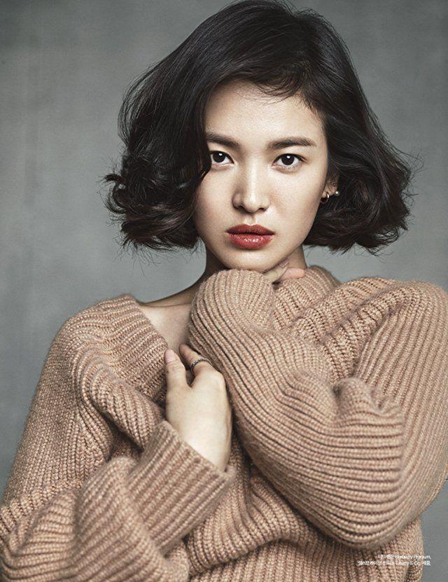song hye kyo dengan rambut belah samping terlihat lebih muda daripada dengan rambut belah tengah