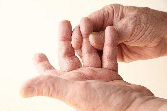 jari-jari tangan yang kaku