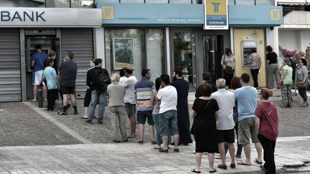 Ambil uang di ATM bersama