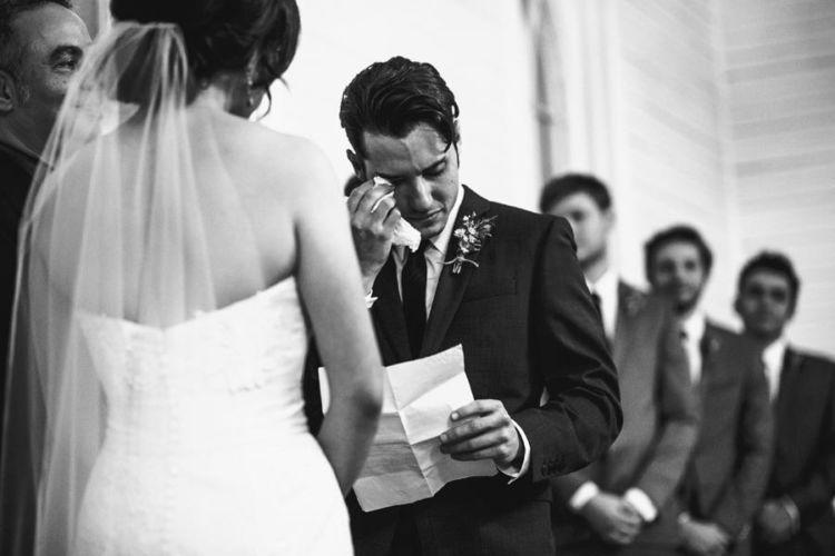 pembacaan janji nikah kadang bisa menjadi momen yang emosional