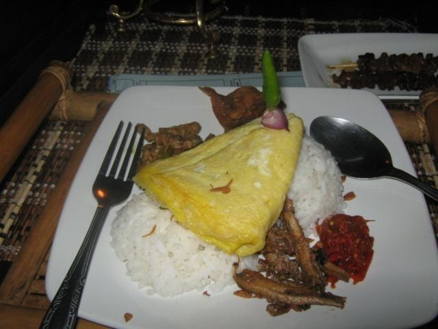 nasi kucing double pake telur ala The House of Raminten
