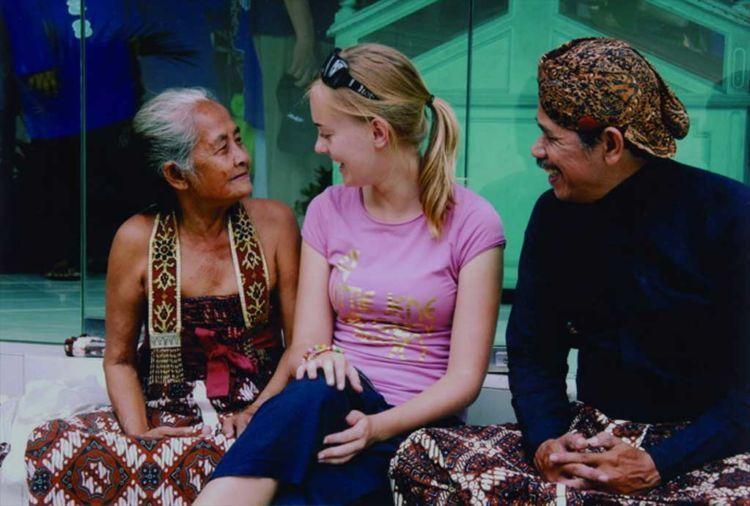 Senyum ramah yang jadi candu bagi orang yang datang ke tanah Jawa