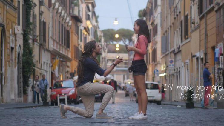 romantisnyaa dilamar di tengah jalan