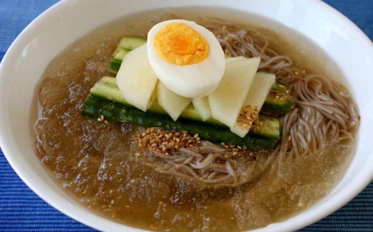 Naengmyeon- mie dingin khas Korea.